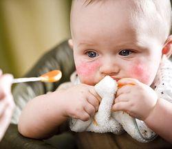 Аллергия на щечках у грудничка чем лечить