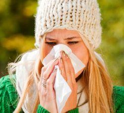 Симптомы аллергии в октябре - насморк