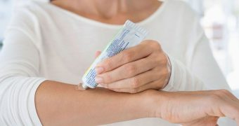 Миниатюра к статье Мази и другие средства, эффективные от аллергии на коже у взрослых