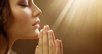 Миниатюра к статье Заговоры и молитвы от аллергии - поможет ли вера справиться с заболеванием?